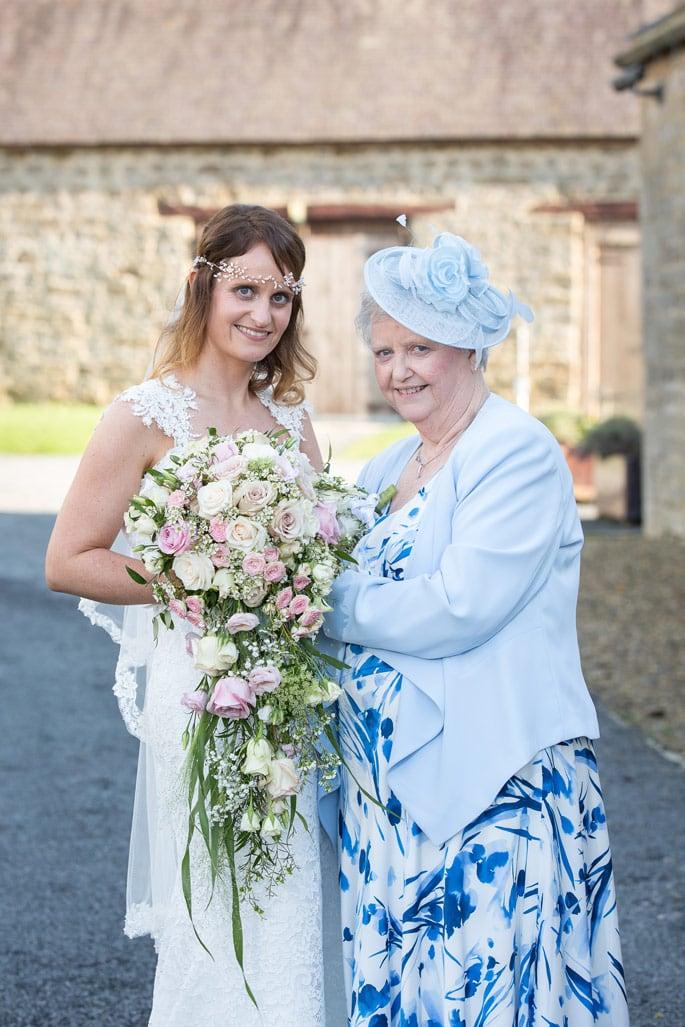Photo of bride with mum